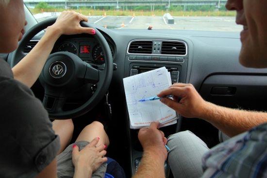 Инструктор в автошколе - уровень зарплаты и нагрузка