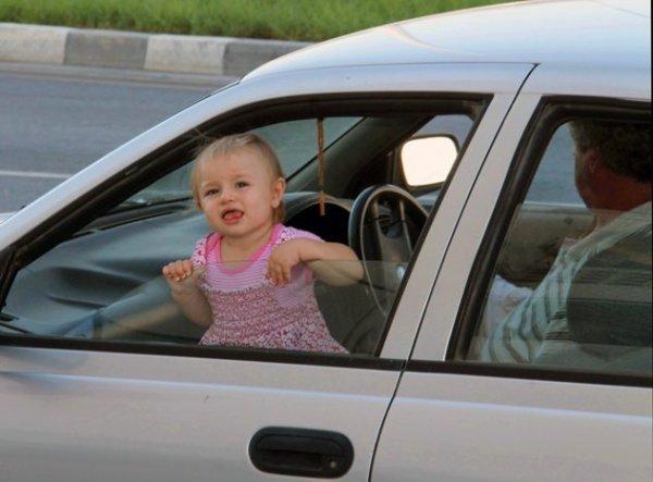 Как можно перевозить детей в машине на переднем месте
