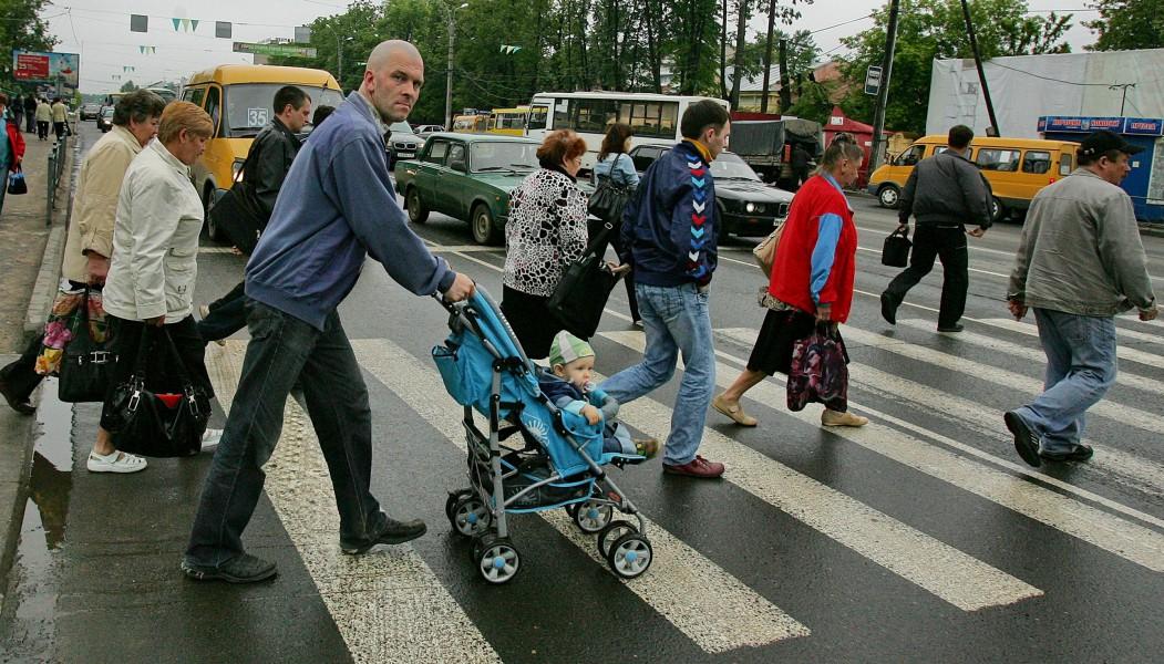 Как относится к пешеходам