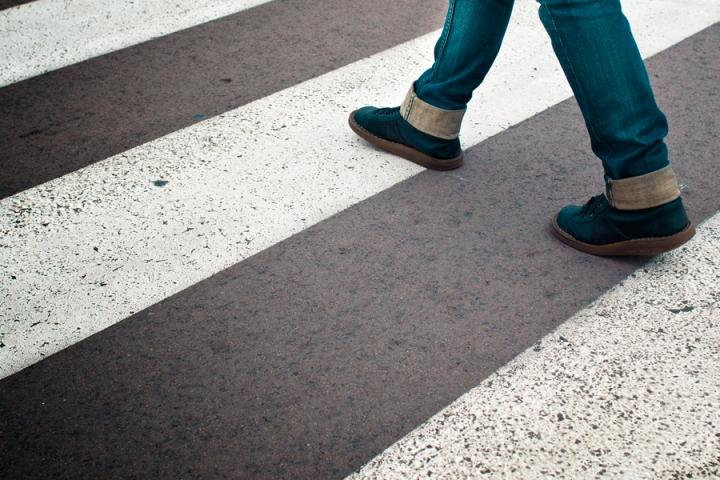 Обязанности водителя уступить пешеходу дорогу