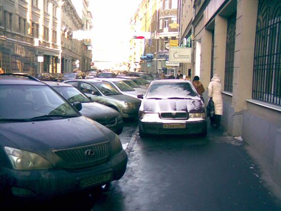 Можно ли парковаться на тротуаре