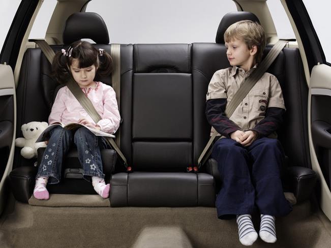 Пристегиваем детей в автомобиле - как правильно?