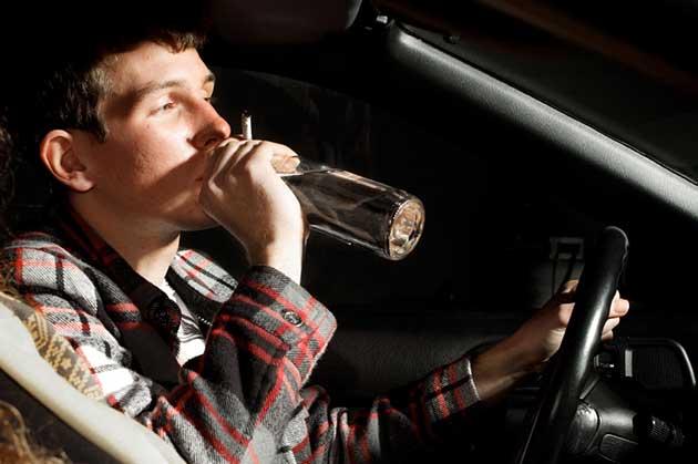 Пьяный подросток за рулем - это гарантированная потеря прав владельцем авто и крупный штраф.