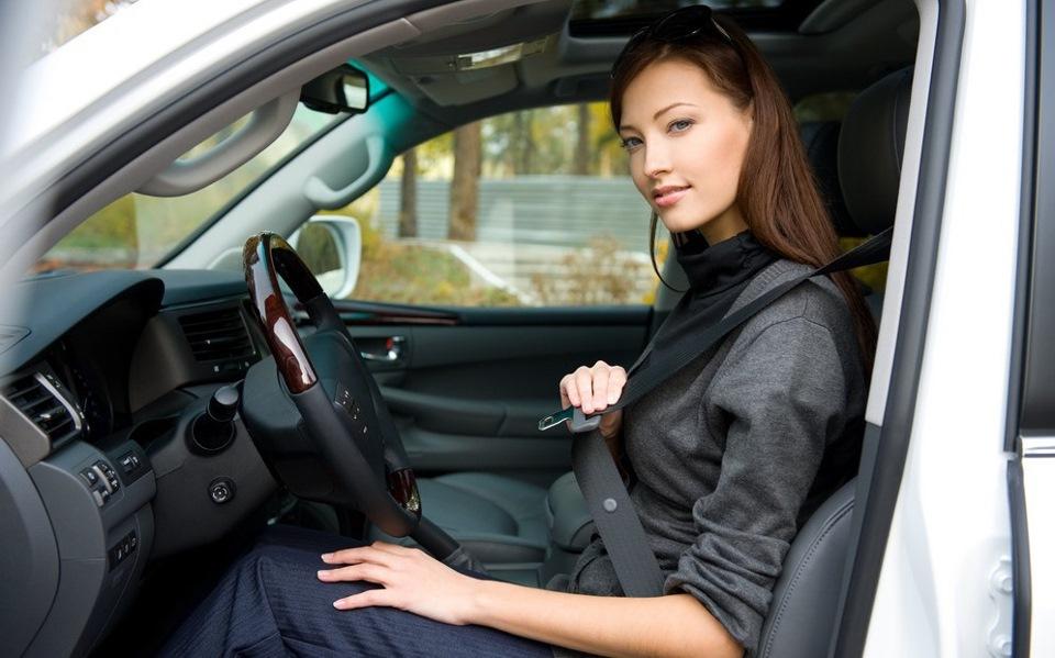 Ремень безопасности должен быть пристегнут как у водителя, так и у пассажира