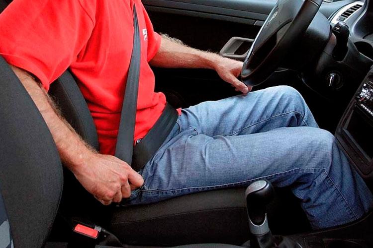 Ремень безопасности водителя и пассажира