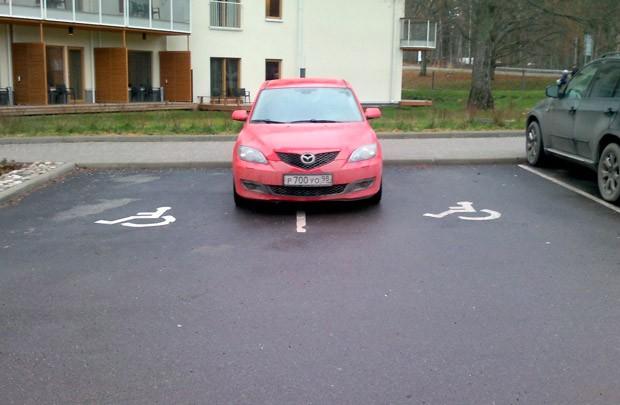 Штраф за парковку на месте для инвалидов в последние годы увеличивали уже несколько раз.