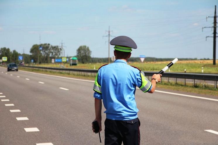 Вождение без водительских прав недопустимо, за это последует штраф.