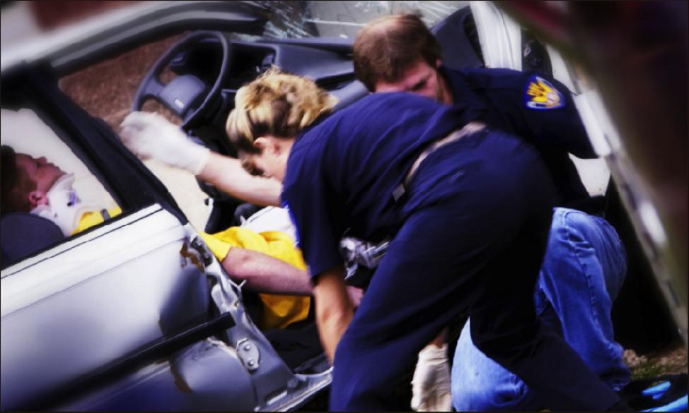 Первые действия при ДТП: первая помощь при травмировании, куда звонить, как оформить европротокол